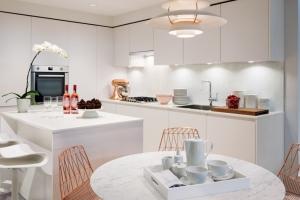 homes-hero-gallery-kitchen-peral-white-1474x808
